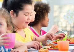 Ποιά σνακς να επιλέξουν οι γονείς για το υπέρβαρο παιδί τους;